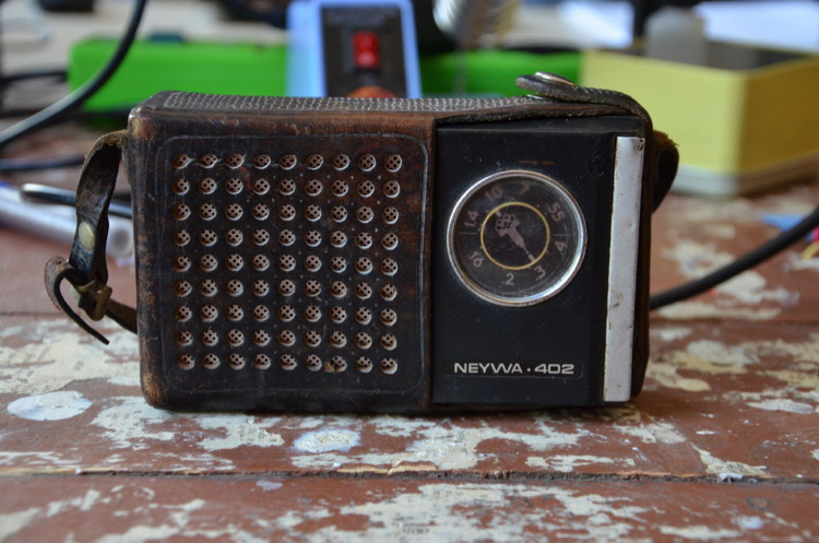 Turning a vintage radio into a Bluetooth speaker : Makery
