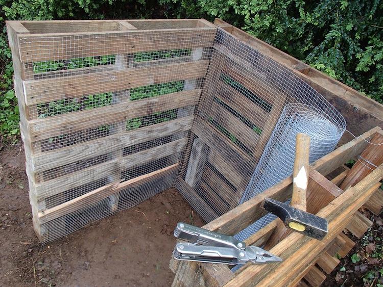 Fabriquer son composteur diy en palettes makery - Construire cabane jardin tours ...