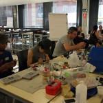 Deux semaines d'ateliers à Interactivos?'16 Madrid. Au premier plan, l'équipe «Conveniencely Yours». © Ewen Chardronnet