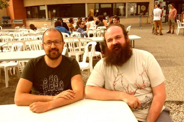 Les fabmanagers espagnols Karim Asry (à g.) et Cesar Garcia Saez (à dr.) au Fablab Festival de Toulouse en mai 2016. © Carine Claude