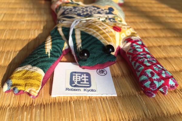 Grenouille fabriquée à partir de soie de kimono, produite par Reborn Kyoto. © Cherise Fong