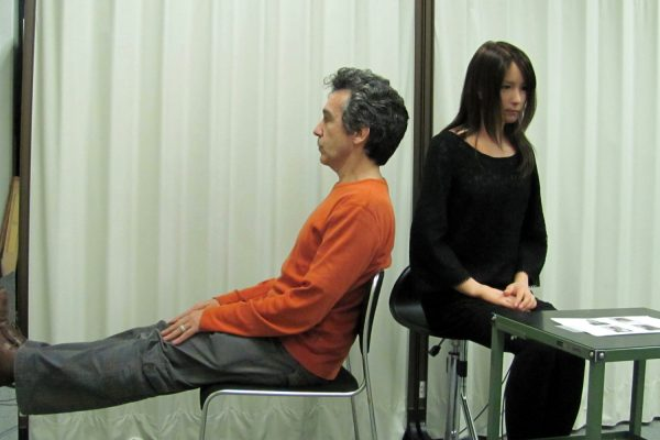 Zaven Paré with the android Geminoid F at the Advanced Telecommunication Research Institute of Kyoto in 2010. © Zaven Paré