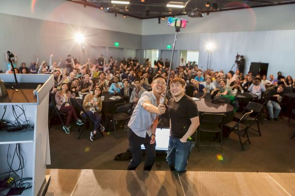 20170922-Selfie-with-David-Kong-and-Joi-Ito-by-Scott-Pownall-1053_preview_resultat-600x400.jpeg