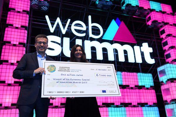 Anne Hidalgo reçoit le prix d'iCapitale le 7 novembre au Web Summit. © CC-by-2.0 Stephen McCarthy-Web Summit via Sportsfile