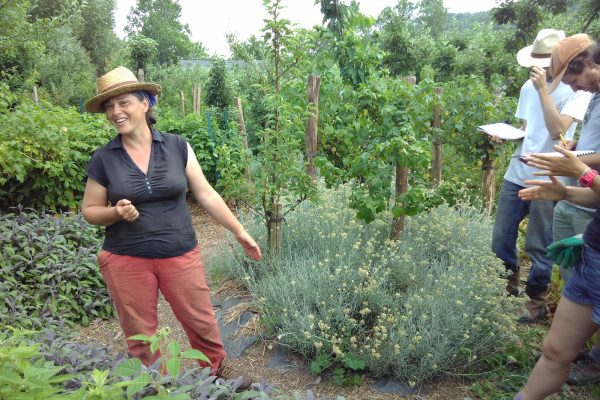Perrine gives a lesson of permaculture at the farm of Bec Hellouin. © Alexis Rowell