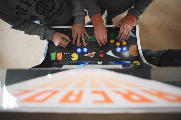 Une arcade DiY faite par et pour de jeunes joueurs à Agen. © DR