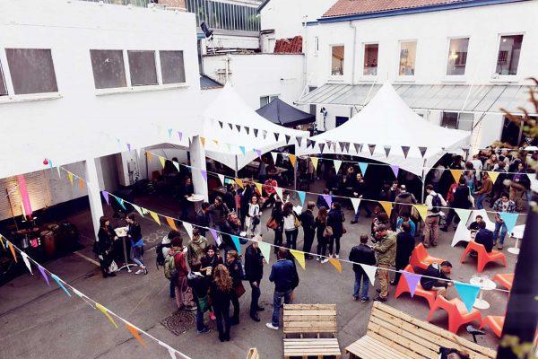 Sur 6.000m2 dans une ancienne blanchisserie à Molenbeek, LaVallée accueille 150 artistes et entrepreneurs. © LaVallée