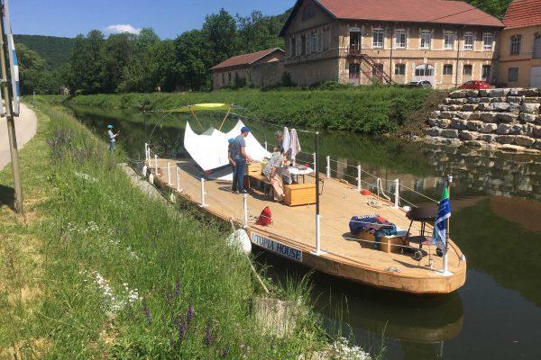 Aux premiers jours de la navigation d'«Utopia House» sur le canal Rhin-Rhône, début mai 2017. © DR